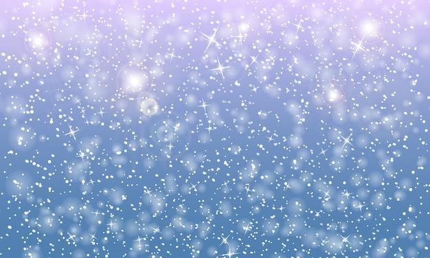 雪が降る。雪片。冬の青い空。クリスマスのテクスチャです。輝きの雪の背景。