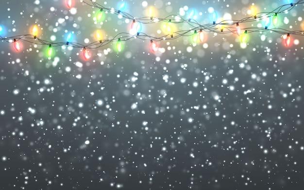 어두운 배경에 떨어지는 하얀 눈송이