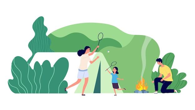 家族でのキャンプ。森のレクリエーション、山の野外キャンプ。