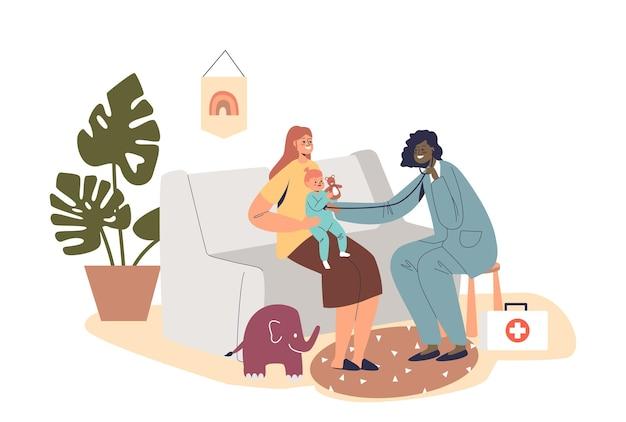 가정의 소아과 의사가 아픈 아이를 집에 방문합니다. 아픈 어린 아이를 검사하는 의사