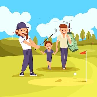 Семейный урок гольфа на зеленом поле в летнее время.