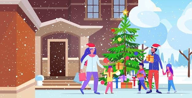 カラフルな買い物袋を保持している屋外の親と子供を歩くサンタ帽子の家族クリスマスセール冬の休日のコンセプトモダンな家の建物の外観イラスト