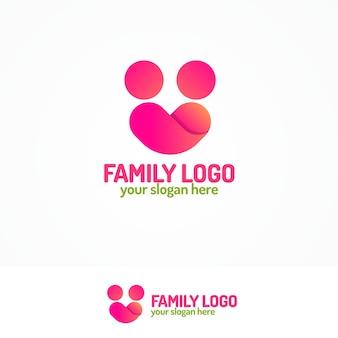 간단한 그림 두 사람과 마음으로 구성된 가족 로고