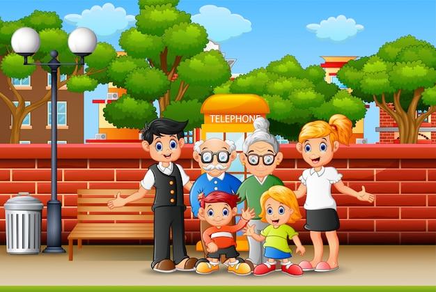 歩道の上に立っている家族