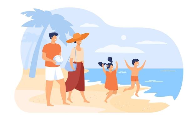 夏休みのコンセプトの家族。両親のカップルと子供たちはビーチを歩いて、海水に浸かり、レジャーを楽しんでいます。アウトドアアクティビティや夏の旅行のトピック