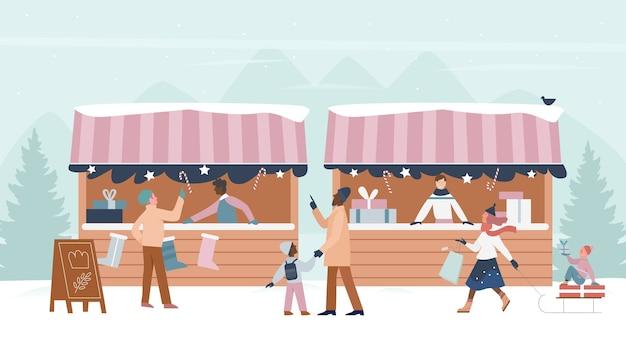 Семейные люди гуляют по рождественскому городскому или деревенскому рынку
