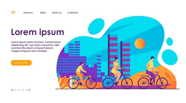 都市公園で自転車に乗る家族。