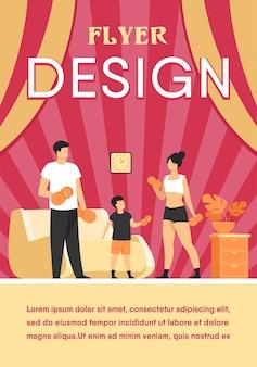 Concetto di attività sportiva familiare. genitori e bambino sollevamento pesi, esercizio con manubri a casa. modello di volantino