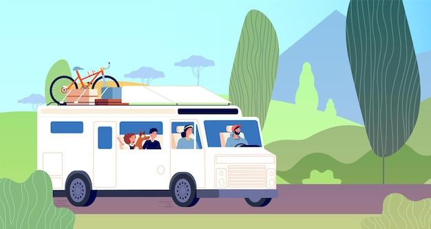 Семейная поездка. папа, мать, дети, путешествуют по дороге в автофургоне. приключения на природе, путешествия отдых. самостоятельный туризм путешественников