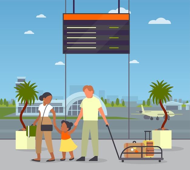 공항에서 bagagge와 함께 걷는 가족. 여행과 여행에 대한 아이디어. 가족 여행, 아버지, 어머니 및 자녀. 건물 내부. 승객은 출발을 기다립니다.