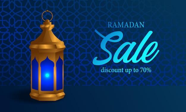 青い背景の光沢のあるラマダン販売バナーとfanousアラビアランプ