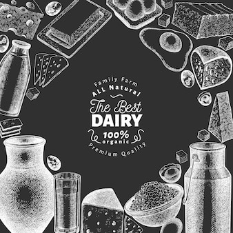 ファームフードテンプレート。チョークボードに手描きの乳製品イラスト。刻まれたスタイルのさまざまな乳製品と卵のバナー。レトロな食べ物の背景。