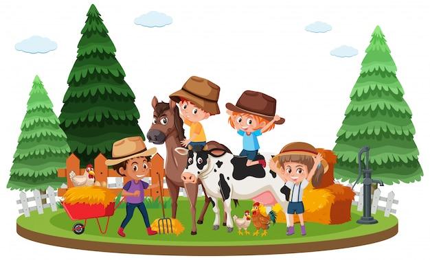 Ферма сцена со счастливыми детьми и многими животными на ферме