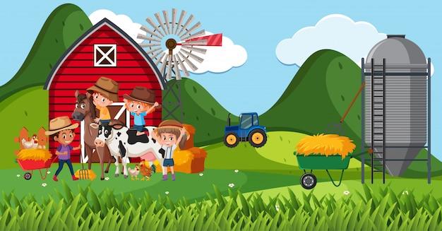 농장에서 많은 어린이와 동물 농장 현장
