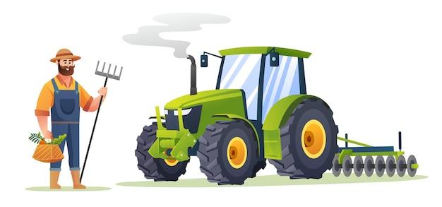 Фермер держит органические овощи и мотыгу рядом с трактором