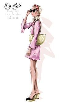 Женщина моды в платье