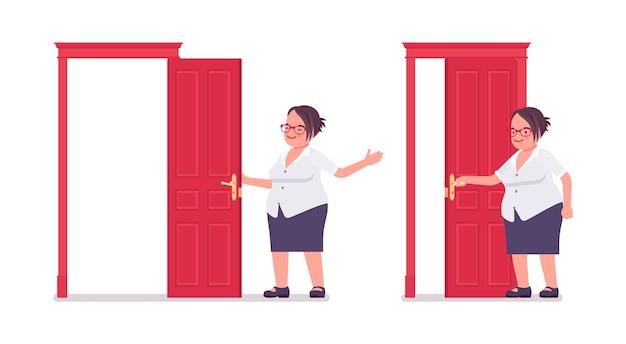 문을 열고 닫는 뚱뚱한 여성 점원