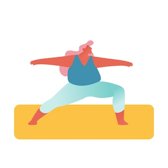 Толстая девушка в спортивной одежде занимается фитнесом или йогой