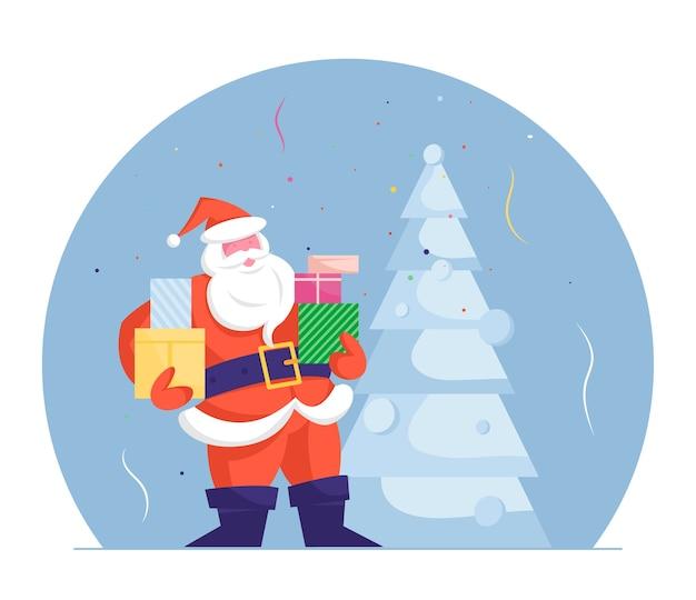 Толстый санта-клаус с подарочными коробками в руках стоит у украшенной рождественской елки