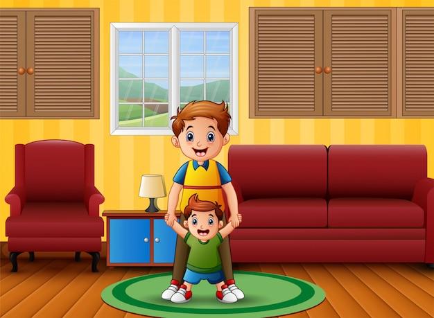 Отец и его сын в комнате
