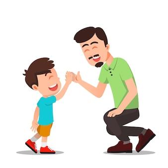 父は息子にハイタッチをします