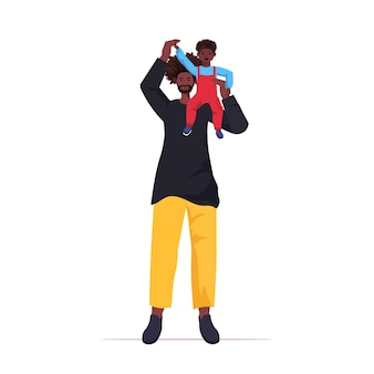 그의 아이와 함께 시간을 보내는 작은 아들 육아 아버지 개념 아빠와 함께 연주 아버지