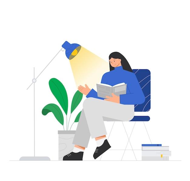 Женский персонаж сидит на стуле и читает книгу, возле лампы, цветка в горшке и большой стопки книг.