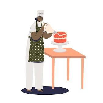 Женщина-кондитер украшает праздничный торт кремом из кондитерского мешка