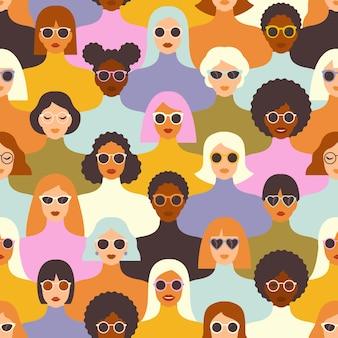 Женские разнообразные лица разной этнической принадлежности бесшовные модели