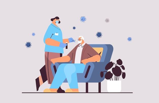 고위 남자 환자 pcr 진단 절차 covid-19 전염병 개념 전체 길이 수평 벡터 일러스트레이션에서 코로나바이러스 샘플을 채취하는 마스크를 쓴 여성 의사