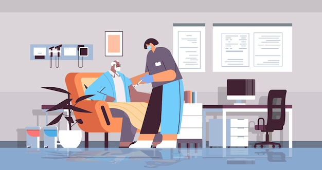 Женщина-врач в маске вакцинирует старого пациента практикующий делает инъекцию старшему мужчине борьба с коронавирусом концепция разработки вакцины интерьер клиники полная длина горизонтальный вектор illustrati