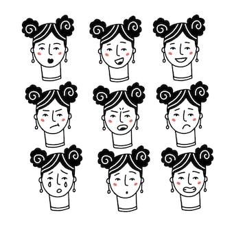 Женские лица выражения с чувствами настроениями эмоциями набор одной женщины портреты счастливые грустные злые сюрприз ...