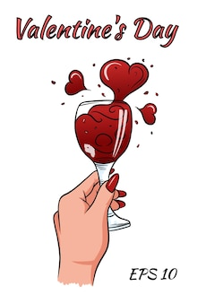 Женская рука с бокалом вина и грязи в форме сердца.