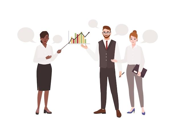 Женский офисный работник делает презентацию перед коллегами и разговаривает с ними. рабочая встреча. менеджеры, участвующие в профессиональной беседе или диалоге. плоские иллюстрации шаржа.