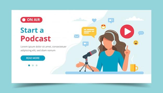 스튜디오에서 마이크 녹음 팟 캐스트를 이야기하는 여성 팟 캐스터.