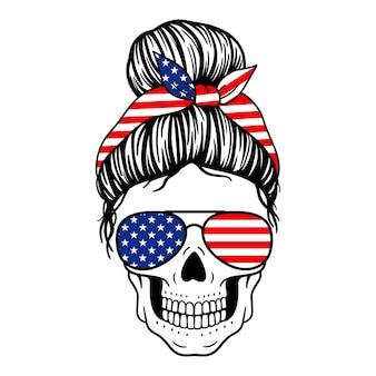 Женский череп с банданой в очках-авиаторах и принтом флага сша череп мамы с грязным пучком