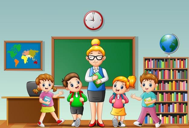 교실에서 학생들과여 교사