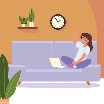 Женщина, использующая ноутбук