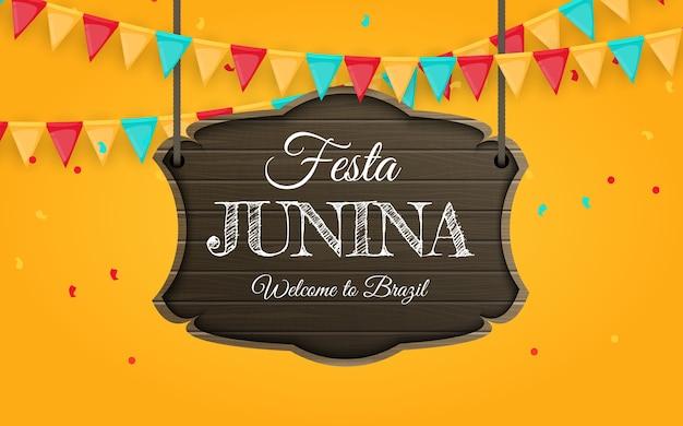 パーティーの旗が付いているフェスタジュニーナの木製看板。ブラジルフェスティバル