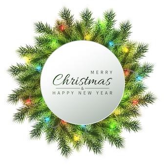 お祝いのクリスマスと新年のバナー。軽い花輪が付いているクリスマスのモミの木の枝。休日の背景。