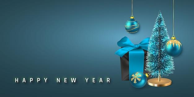 お祝いのクリスマスの背景。青い弓、松の木、光沢のあるキラキラ光るクリスマスボールが付いた黒いクリスマスギフトボックス。
