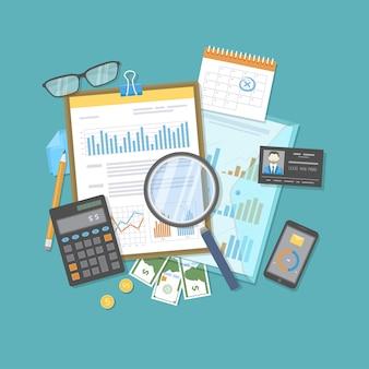 会計監査、報告、分析。ビジネスリサーチ、会計計画、税計算。ドキュメント、電卓、メガネ、お金の上に虫眼鏡。グラフ図付きのフォーム。
