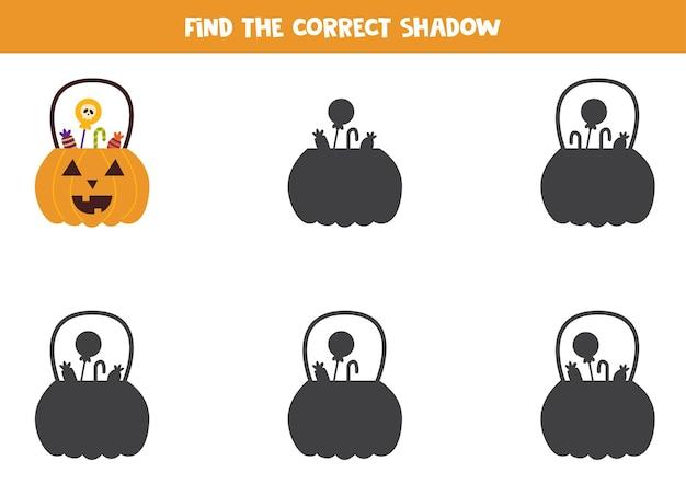 ハロウィンランタンの正しい影を見つけてください。子供のための論理パズル。