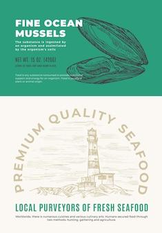 ファインオーシャンシーフード。抽象的なベクトルパッケージデザインまたはラベル。現代のタイポグラフィと海の灯台の背景レイアウトと手描きのムール貝のシェルスケッチシルエット。