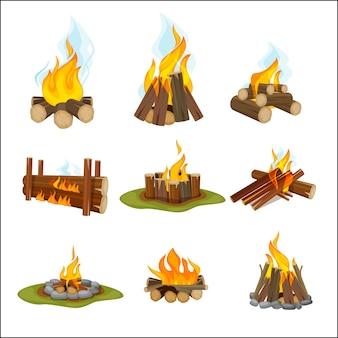 Пожарный лагерь. деревянный камин, костер, свет, пешие прогулки, символы, коллекция путешествий, коллекция мультфильмов природного пламени. камин и костер, иллюстрация горячих дров