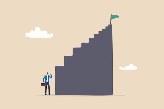 Первый шаг самый сложный, кривая обучения или преодоления трудностей при запуске нового бизнеса, задача добиться успеха в концепции работы, разочарованный бизнесмен, глядя на высокий крутой первый шаг лестницы успеха