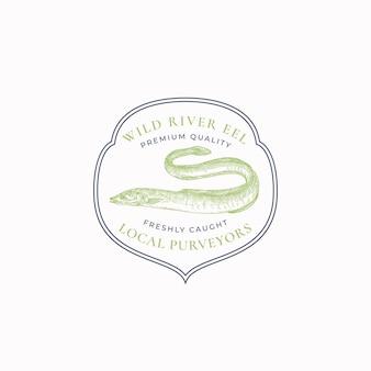 魚のヴィンテージフレームバッジまたはロゴテンプレート手描きの野生のウナギのスケッチエンブレムとレトロなタイポグラフィは...