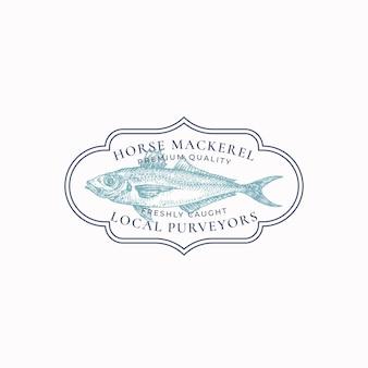 魚のヴィンテージフレームバッジまたはロゴテンプレート手描きの野生の馬のサバのスケッチエンブレムレトロなty ...
