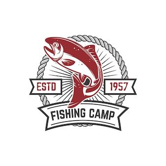 釣りキャンプ。鮭の魚とエンブレムテンプレート。ロゴ、ラベル、記号の要素。画像
