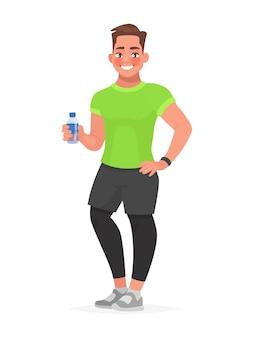 彼の手に水のボトルを保持しているスポーツウェアのフィットネス男。ジムの男。